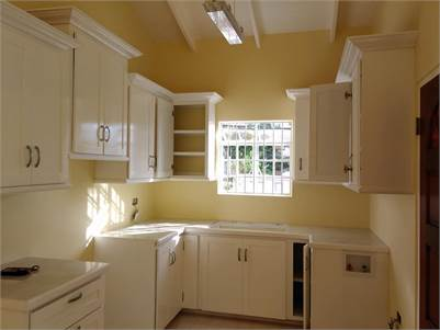 NEW SPACIOUS 2 BDRM UNFURNISHED APT WALKING DISTANCE TO CITY CENTRE
